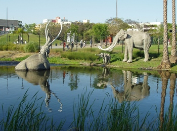 Mammoth sculptures at the tar pit. La Brea Tar Pits & Museum, Los Angeles, CA.